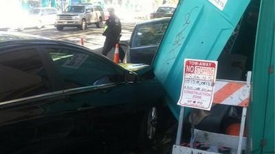 潑婦三寶硬停工地停車格,被卡車包圍開大絕:「衝撞廁所」