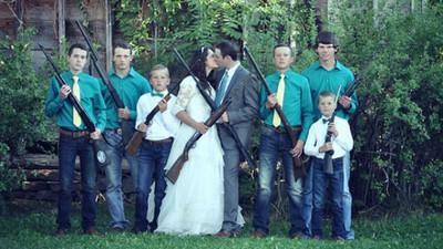 結婚像打仗?美國掀「槍枝婚禮」熱潮,背後的愛很硬派