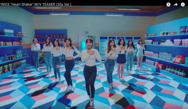 ▲▼▲▼子瑜、Sana跳舞踉蹌失誤! JYP認「故意剪進去MV」(圖/翻攝自JYP Youtube)