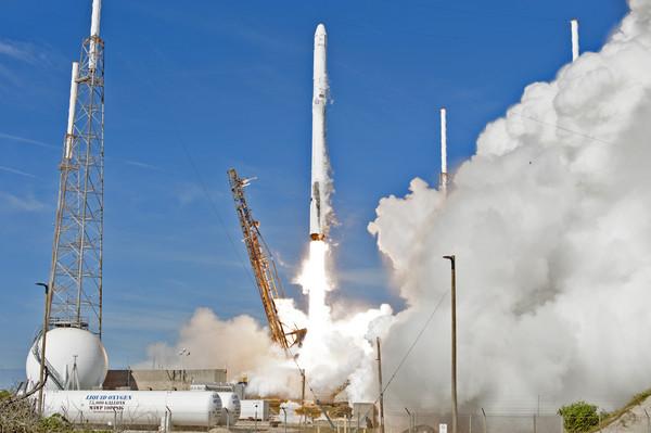 ▲史上首次!SpaceX重複使用「火箭+太空船」 發射成功。(圖/翻攝自NASA網站)