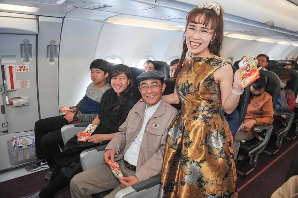 ▲▼越捷航空主打空姐穿比基尼爆紅。(圖/翻攝自Vietjet粉絲專業)