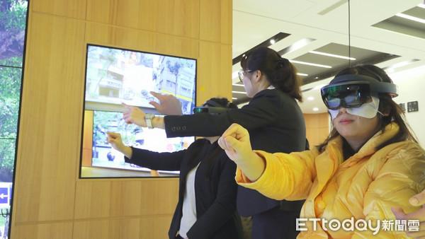 ▲▼永慶房屋影音業配,手機APP,VR-MR民眾體驗。(圖/記者宋良義攝)