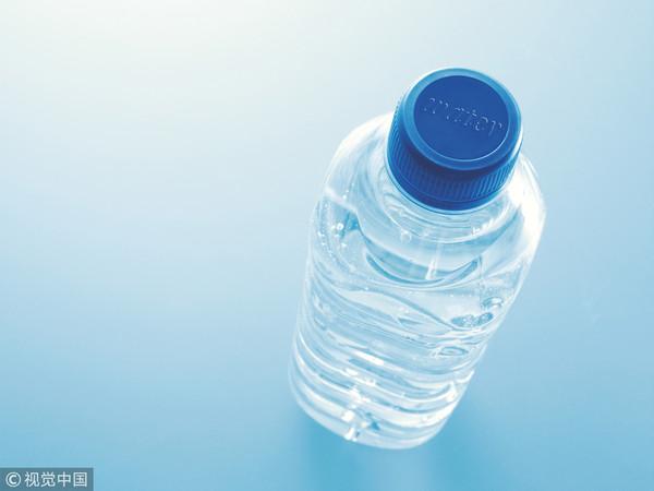 寶特瓶裝水喝!10歲妹皮膚「流湯流1年」…媽嚇歪:月經也來了 | ETt