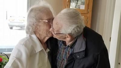 在一起73年被迫分居! 91歲阿公吻別妻:從沒離開妳這麼久
