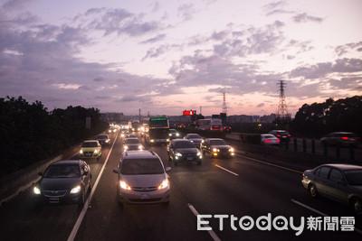塞爆 宜蘭-頭城北向車速僅19km