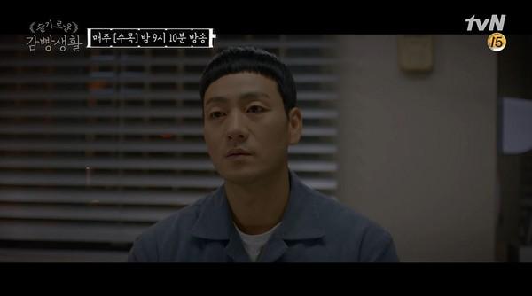 ▲《機智牢房生活》朴海秀鼓勵輕生年輕人。(圖/翻攝自YouTube tvN DRAMA)