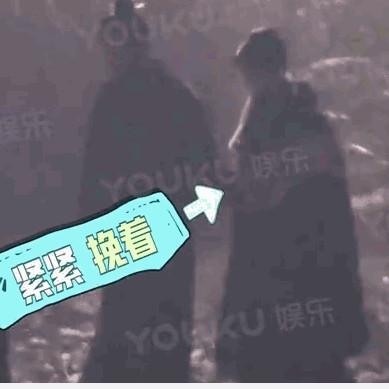 ▲趙麗穎被拍到挽著馮紹峰的手臂。(圖/翻攝趙麗穎、馮紹峰微博、《YOUKU娛樂》)