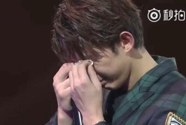 ▲「小飛流」吳磊18歲了!生日爆哭感謝媽:換我保護妳  。(圖/翻攝秒拍)