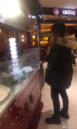▲糖葫蘆攤販被掃光。(圖/翻攝自火娃山嵐微博)