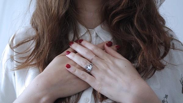 ▲干净嫩白的双手,牵了就不想放。(图/翻摄自pixabay)