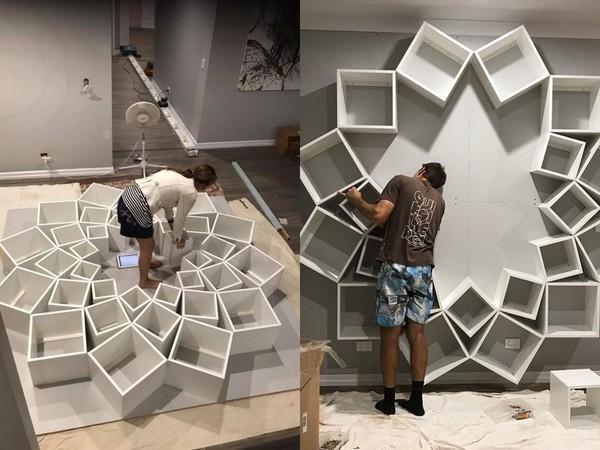 ▲澳洲夫妻打造花形書架(圖/翻攝自www.boredpanda.com)