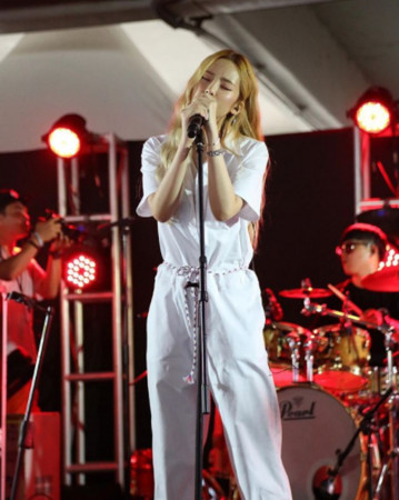 ▲Heize出道3年,以獨特的音色和擁有個人風格色彩音樂出名。(圖/翻攝自Heize IG)