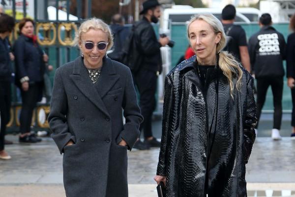 ↑Franca Sozzani(左),与姊姊Carla Sozzani,叱吒欧洲时尚圈超过三十年(Photo Via:达志影像)
