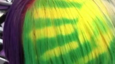 神奇「感溫染髮」手一摸就變色 你看我頭上有彩虹♫