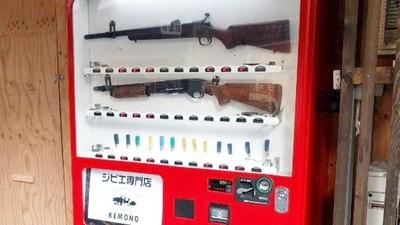街頭驚見「槍械販賣機」 購買人氣爆增「完售」燈亮整天