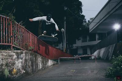 台灣滑板場「百人擠橋下」 冠軍選手被逼上街違法練習