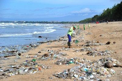 萬人瘋淨灘 外銀推創意環境教育