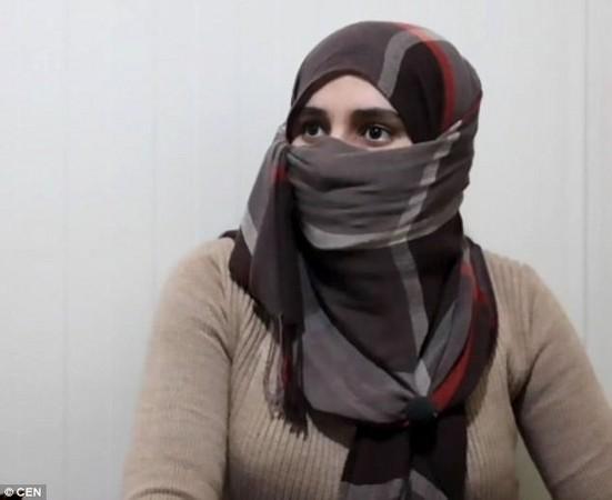▲穆斯林婦女指控,有些男配偶甚至只需在Skype或WhatsApp上喊3聲:「離婚」就能得逞。。(示意圖/翻攝自網路)