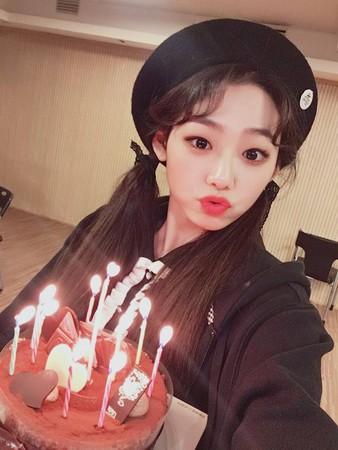 ▲美娜1999年12月4日出生。(圖/翻攝自gu9udan臉書)