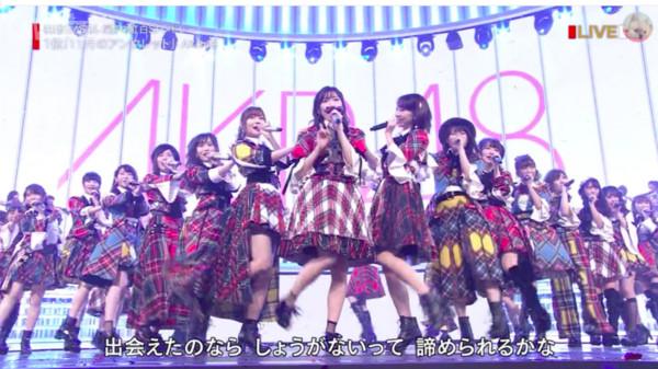 ▲渡邊麻友最後一次以AKB48身份登上《紅白歌唱大賽》。(圖/翻攝自HNK)