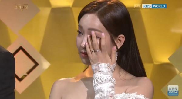 ▲金世正獲演技新人唸「大抄」 柳和榮一哭主持人跟著流淚(圖/翻攝自YouTube KBS World TV)