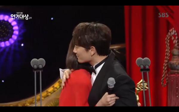 ▲▼池晟抱走SBS視帝,李寶英感動到哭了。(圖/翻攝自SBS)