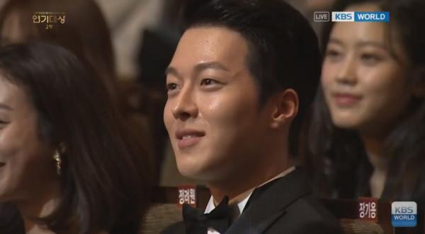 ▲張娜拉獲獎爆哭 脫口說「其實演技沒有進步」全場爆笑。(圖/翻攝自YouTube KBS World TV)
