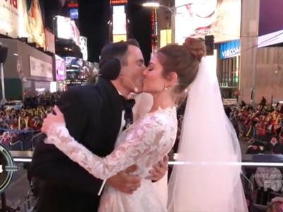 女主播跨年換婚紗 時報廣場結婚