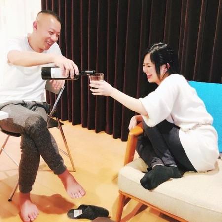 ▲▼蒼井空宣布結婚,同時曬出和男子開心暢飲的照片,疑似就是DJ老公Non。(圖/翻攝自蒼井空推特)