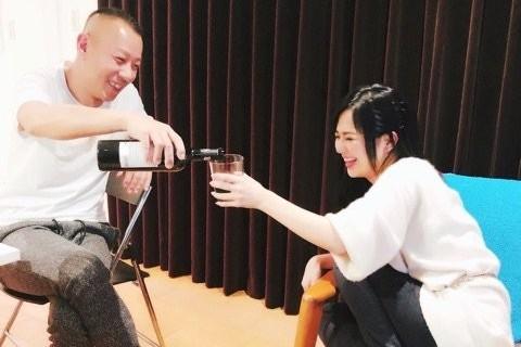 ▲▼蒼井空宣布結婚,同時曬出和男子開心暢飲的照片,疑似就是老公DJ Non。(圖/翻攝自蒼井空推特)