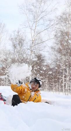 ▲▼鄧超被雪球砸。(圖/翻攝自微博)