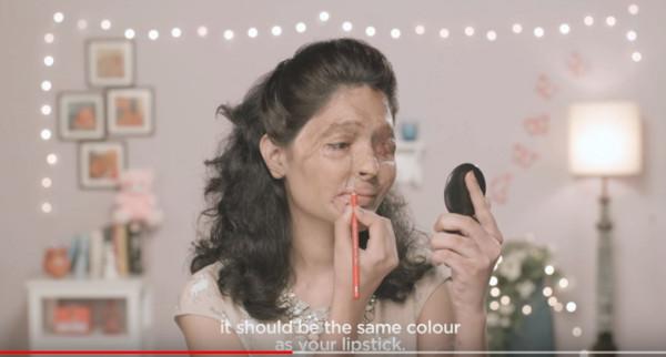 ▲▼印度網紅Reshma口紅教學影片藏洋蔥。(圖/翻攝自YouTube/makelovenotscarsorg、Indiegog)