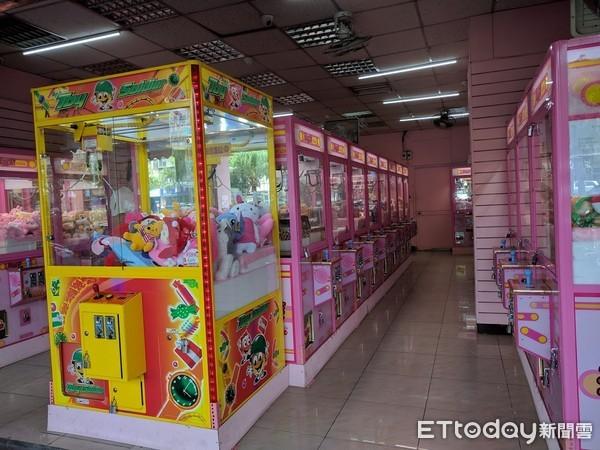 夾娃娃,夾娃娃機,娃娃機,夾娃娃店。(圖/記者黃君瀚攝)