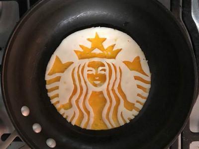 「蛋蛋」的創意!墨西哥高材生用早餐煎蛋神還原藝術畫作