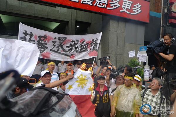 台灣「匿名者」反攻完勝 指名嗆「菲國駭客」是廢渣!