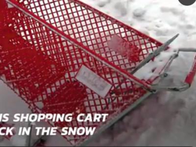 推車繞商場7小時,笨賊逃跑狼狽摔雪地 網笑:智障沒藥醫