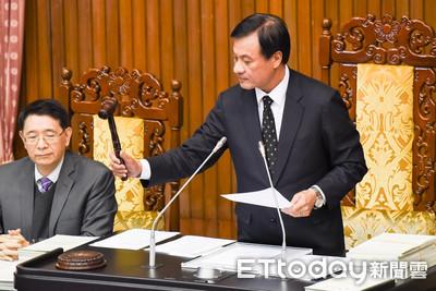 總統府公布勞基法 新法3月1日正式上路