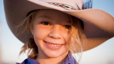 「看我女兒怎麼死的」童模遭霸凌自殺 父邀酸民參加葬禮