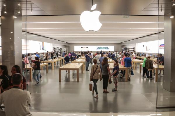 ▲▼ iPhone8買一送一救銷量! 蘋果落此下場因為庫克「愛遲到」?(圖/達志影像/美聯社)