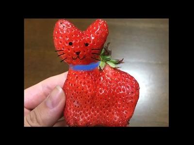 草莓裡有貓!驚見「迷你紅喵」被困紙盒,項圈都打好了
