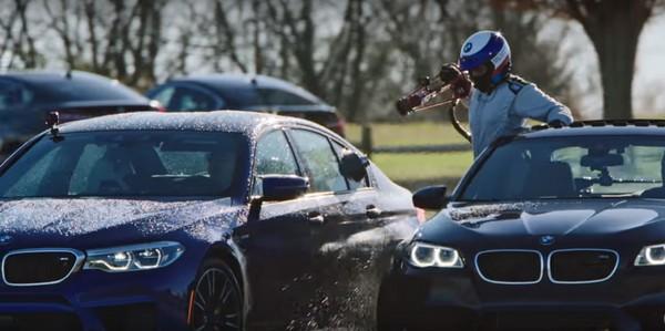 不停車加油連甩8小時 BMW M5創下甩尾時數最長新紀錄(圖/翻攝自BMW)