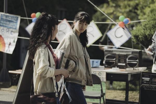 曾演出《下女的誘惑》的金泰梨飾演女大生妍熙,與姜棟元飾演的李韓烈有段純純的愛情。(翻攝自HANCINEMA網站)