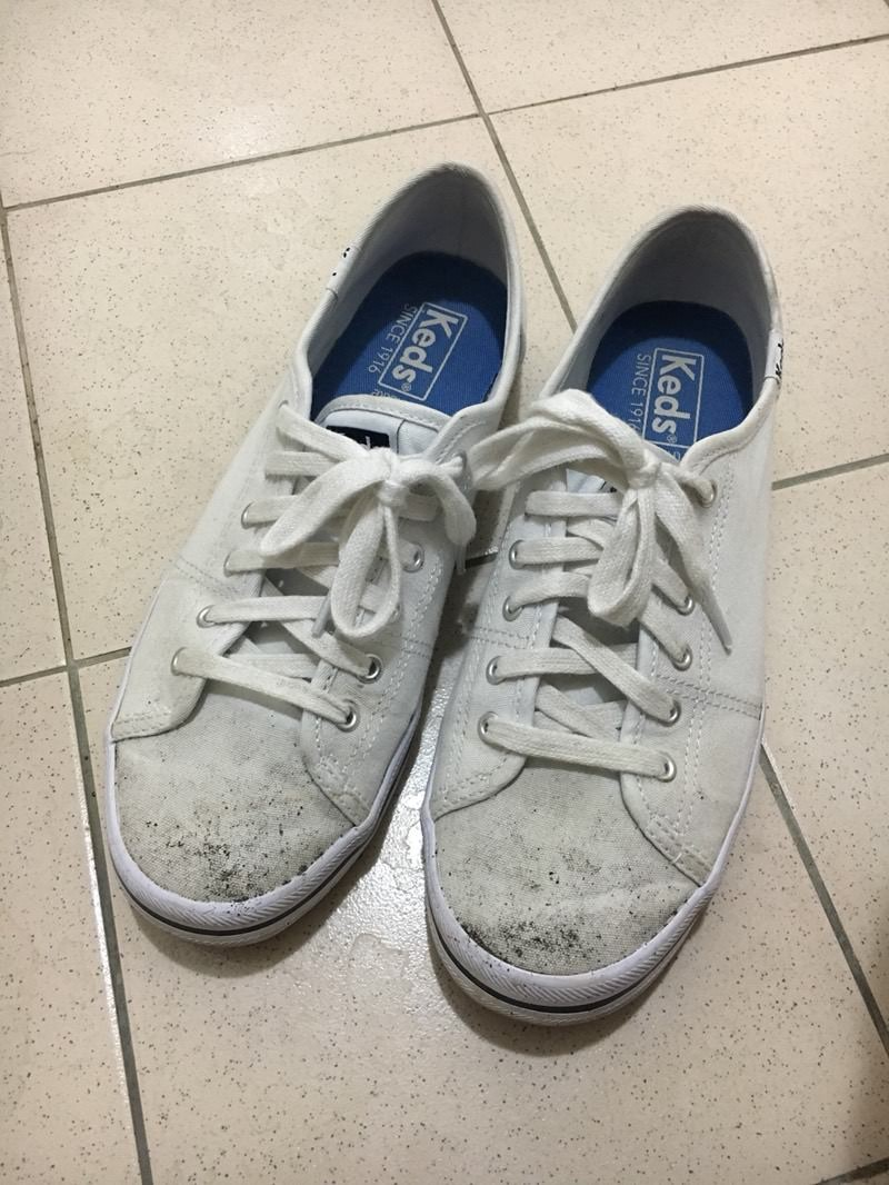 牙刷+牙膏!髒黑帆布鞋「刷成白色」 達人曝密技:關鍵是衛生紙