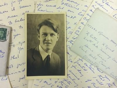 秘密戀「他」70年 獨居老人死後留下600封情書 見證二戰下的同志愛