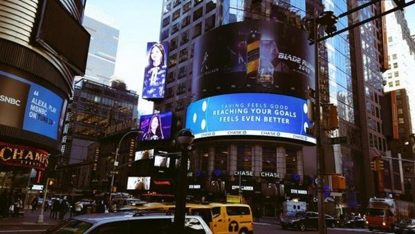 ▲粉絲為BLACKPINK Jennie在紐約時代廣場包下慶生看板。(圖/翻攝自韓網)