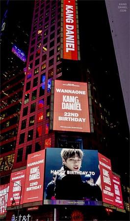 ▲Wanna One姜丹尼爾在紐約時代廣場的慶生看板,被美國駐韓大使館推特公開。(圖/翻攝自美國駐韓大使館推特)