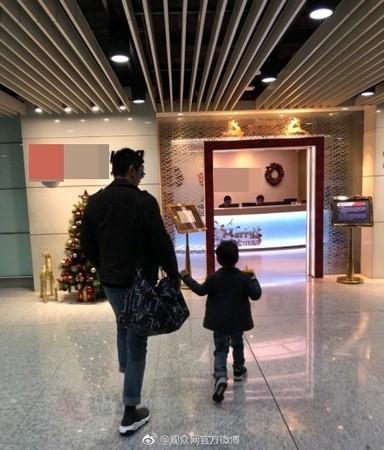 ▲▼Jasper出發開拍《爸爸》特輯!(圖/翻攝自微博)