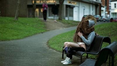 公園啪啪啪判罰「撿光野戰保險套」 暖心法官讓情侶學到教訓