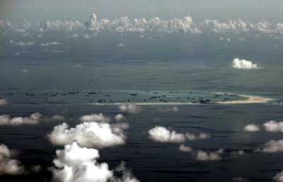中美談判之際 2美艦駛往美濟礁