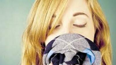 為什麼我們這麼愛「嗅」男友?研究:聞伴侶氣味有助紓壓